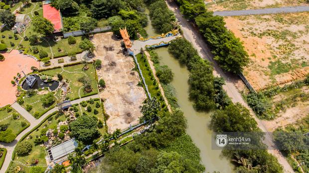 Toàn cảnh Nhà thờ Tổ 100 tỷ của NS Hoài Linh: Trải dài 7000m2, nội thất hoành tráng sơn son thiếp vàng, nuôi động vật quý hiếm - ảnh 2