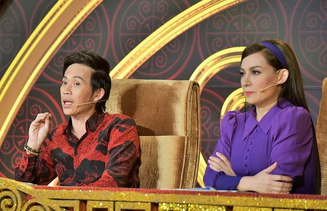 Phi Nhung từng bị NS Hoài Linh sửa lưng đến mức đòi bỏ ghế nóng xuống làm khán giả - ảnh 1