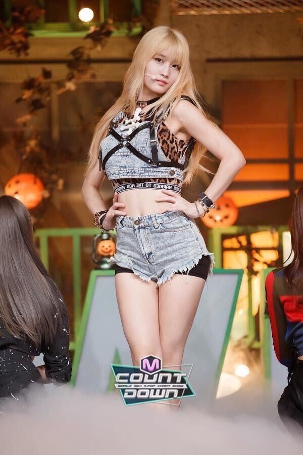 Idol Kpop nhảy tưng tưng mà vòng 1 không... xổ ra ngoài, muốn biết bí quyết là gì thì bạn click vào mà xem - ảnh 4