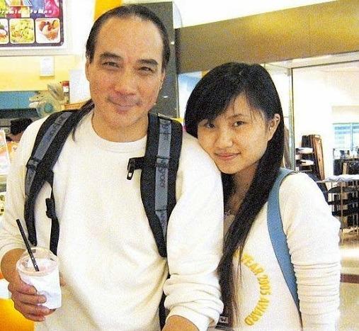 Tài tử Thiên Long Bát Bộ 3 đời vợ, bị chê cười vì cặp kè hot girl nóng bỏng kém 45 tuổi giờ sống ra sao? - ảnh 9
