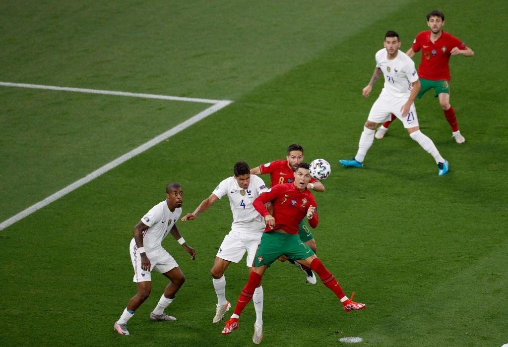 Ronaldo lập cú đúp, Bồ Đào Nha vượt qua những phút giây sợ hãi trước Pháp để tiến vào vòng knock-out - Ảnh 16.