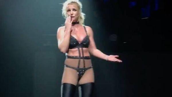 Sau lời khai chấn động, fan xót xa nhớ lại khoảnh khắc Britney Spears sốt cao nhưng vẫn cố biểu diễn: Tôi sắp ngất mất rồi! - ảnh 2