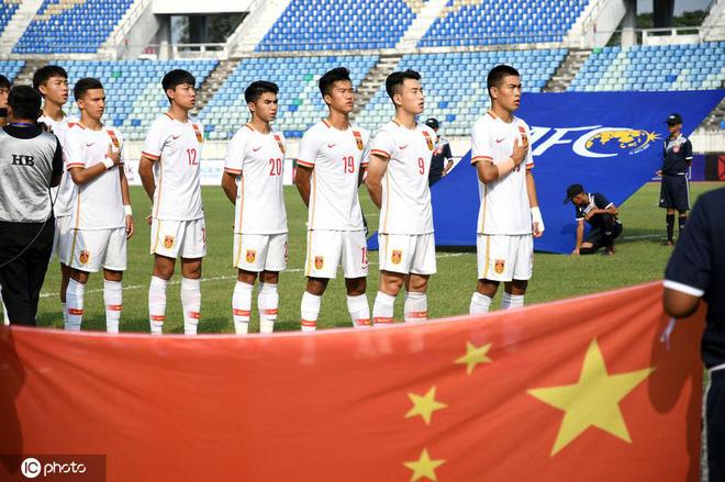Vào thế bí, bóng đá Trung Quốc mang thứ vũ khí bị mỉa mai ra đe dọa ĐT Việt Nam - Ảnh 1.