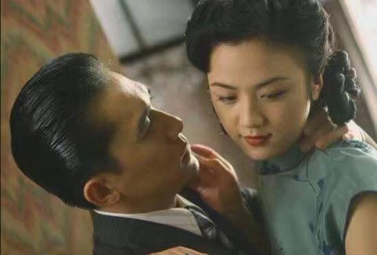 Cảnh nóng bị nghi thật 100% làm Thang Duy bị phong sát: Vợ chồng Lương Triều Vỹ lục đục, nữ chính có chia sẻ gây sốc - Ảnh 6.