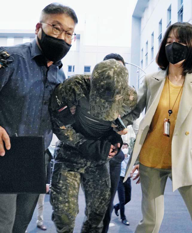 Vụ nữ sĩ quan Hàn Quốc bị các đồng đội cưỡng hiếp: Nạn nhân tự tử sau khi đăng ký kết hôn 1 ngày cùng loạt tình tiết mới khiến dư luận căm phẫn - Ảnh 4.