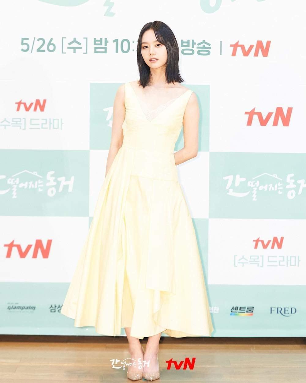 Mợ chảnh Jeon Ji Hyun - Hyeri đụng hàng: Bên lấp ló vòng 1, bên lại ngây thơ e ấp, style nào ăn điểm hơn? - Ảnh 2.
