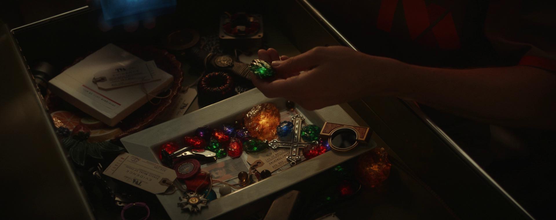 Loki tập 1 ảo diệu như WandaVision, thánh lừa bị chốt ngay vào mồm rồi không mảnh vải che thân - Ảnh 9.