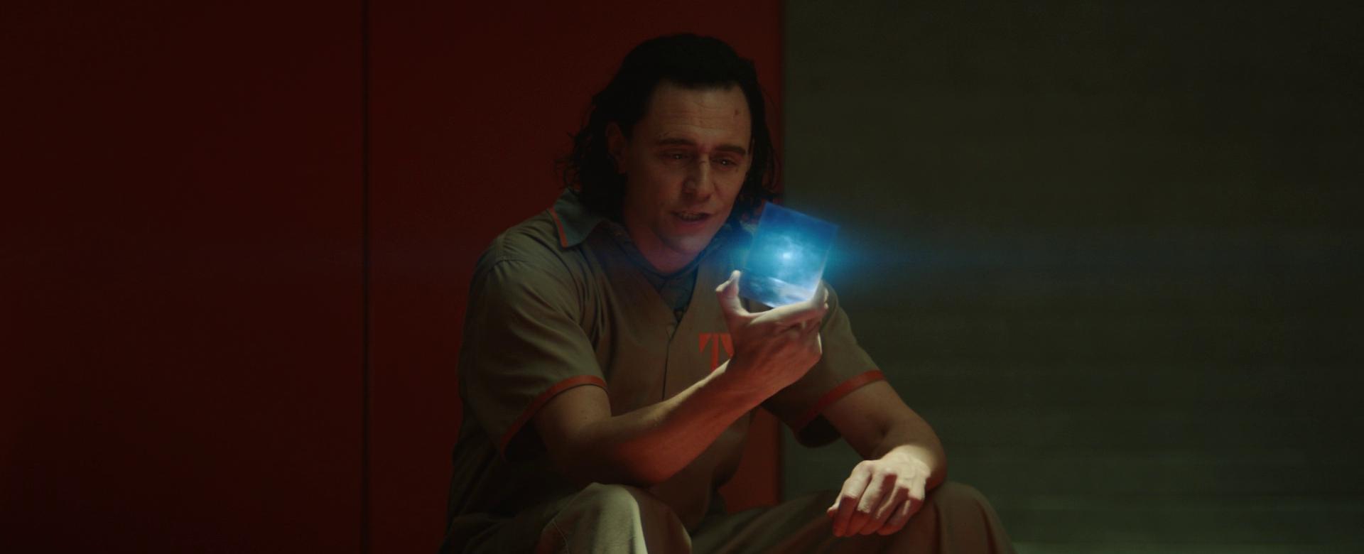 Loki tập 1 ảo diệu như WandaVision, thánh lừa bị chốt ngay vào mồm rồi không mảnh vải che thân - Ảnh 12.