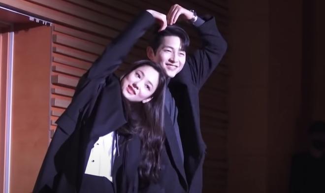 3 cặp đôi phim Hàn dính nghi án yêu đương vì quá tình ở hậu trường: Nevertheless chưa bằng Song Joong Ki và bạn gái mới - Ảnh 8.