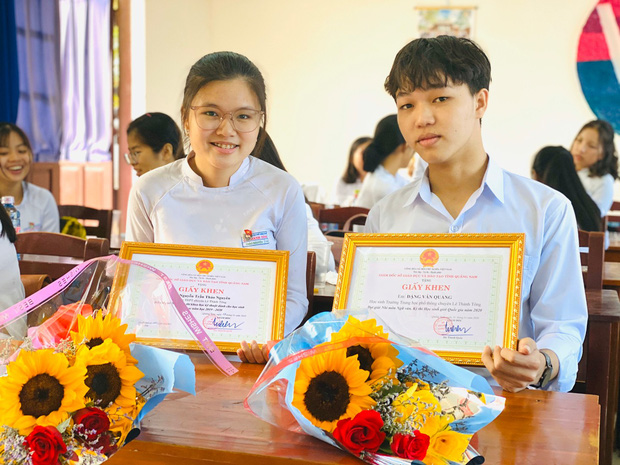 Nam sinh Quảng Nam viết gì trong bài thi Văn tốt nghiệp mà được chấm trên cả 10 điểm? - Ảnh 1.