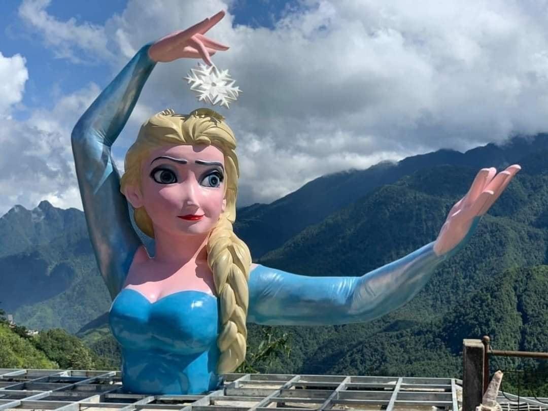 Tượng Elsa phiên bản quái dị ở Sa Pa đã bị yêu cầu tháo dỡ, sẽ cưỡng chế nếu không chấp hành - Ảnh 1.