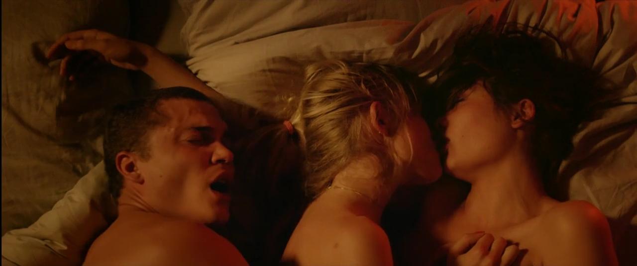 """""""Thả cửa"""" loạt nội dung 18+ vô nghĩa gây sốc, Netflix đang khiêu dâm hóa để câu view? - Ảnh 3."""