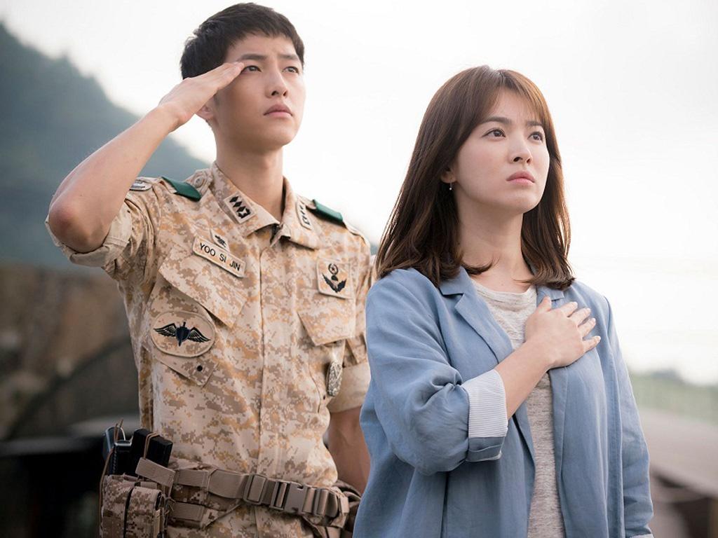 Song Hye Kyo tái hợp đạo diễn Hậu Duệ Mặt Trời, liên tục nhận 3 phim, comeback cực mạnh luôn? - Ảnh 3.