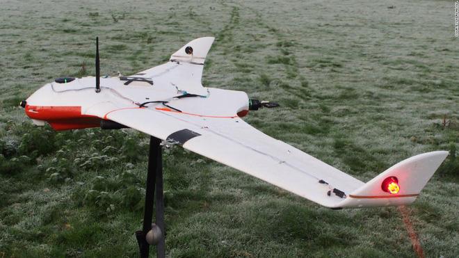 Giải quyết vấn nạn thiếu nước, các nhà khoa học UAE dùng drone phóng điện vào mây, gây ra mưa rào nhân tạo - ảnh 1