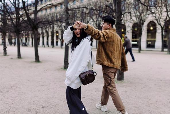 Châu Bùi bỗng nhớ kỷ niệm ở Paris và ổ khoá tình yêu, dân tình gọi tên Decao giữa ồn ào bồ cũ rapper số 1 lộ ảnh nóng - ảnh 1