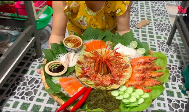 """Lê Dương Bảo Lâm hứng nguyên rổ """"gạch"""" từ netizen vì để con gái ngồi lên thực phẩm chụp ảnh, lời giải thích có hợp lý? - ảnh 4"""
