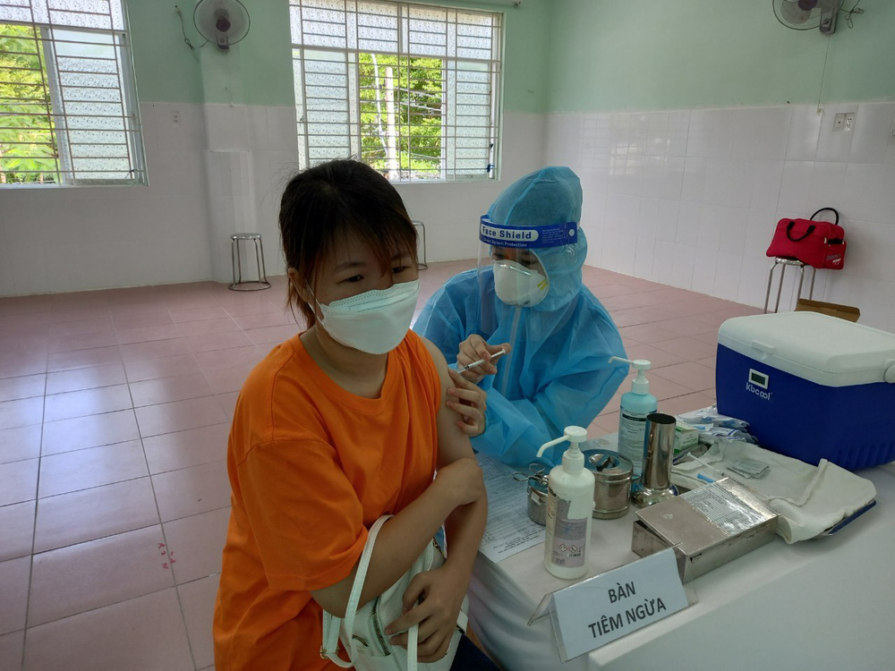 A district of Ho Chi Minh City recorded a total of 5,500 cases of Covid-19: the medical staff made 3 times more effort, on duty 24/24 - Photo 1.