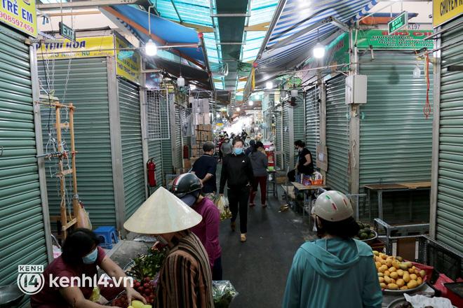 Tin mới về giãn cách xã hội tại TP.HCM: Chợ truyền thống phải niêm yết giá - ảnh 1