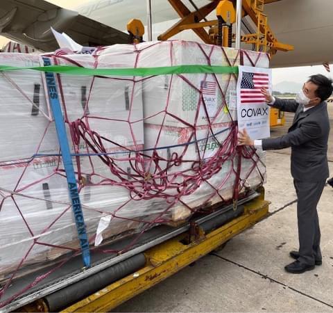 Hơn 1,5 triệu liều vắc xin Moderna đã về đến Sân bay Nội Bài - ảnh 2