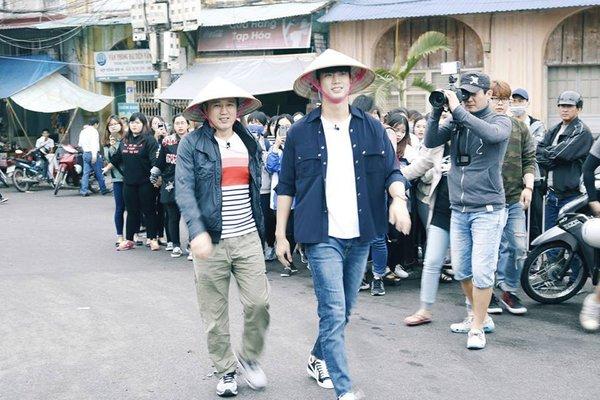 Phát hiện thêm một chàng rể Việt Nam: Mỹ nam 6 múi của 2PM nhiệt tình đội nón lá, uống bia Tạ Hiện - ảnh 4