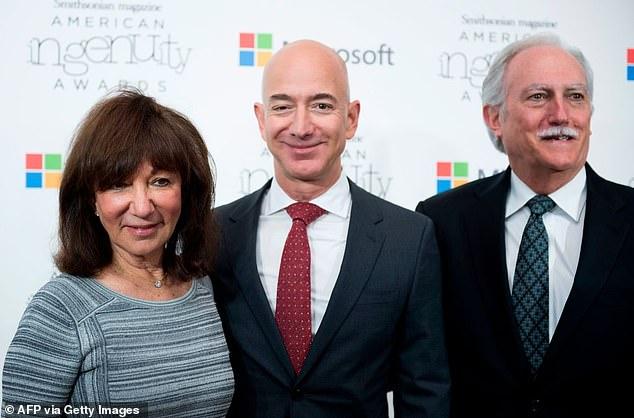 Tỷ phú Amazon lần đầu chia sẻ khoảnh khắc ông nhớ nhất khi bay vào vũ trụ, kẻ thứ 3 không hề được nhắc đến - ảnh 5