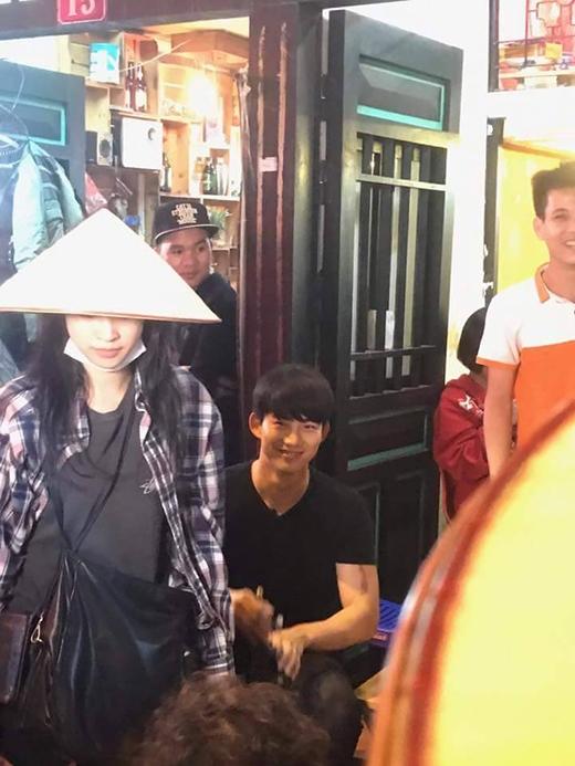 Phát hiện thêm một chàng rể Việt Nam: Mỹ nam 6 múi của 2PM nhiệt tình đội nón lá, uống bia Tạ Hiện - ảnh 8