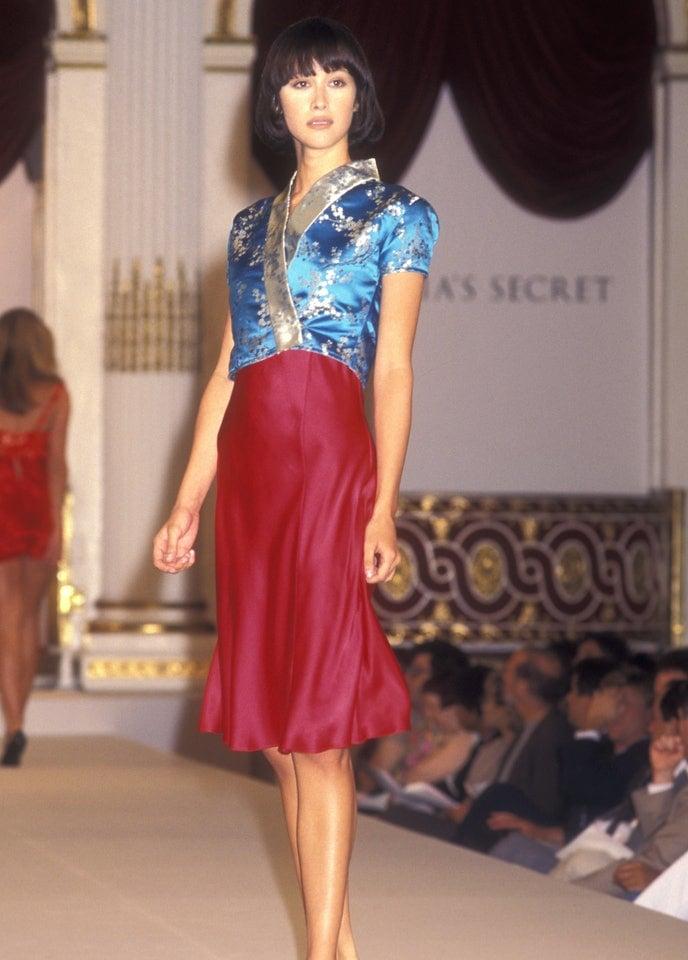 Victorias Secret những ngày đầu tiên: Áo quần gây sốc từ thập niên 90, tiêu chuẩn người mẫu trước drama body shaming thế nào? - Ảnh 7.