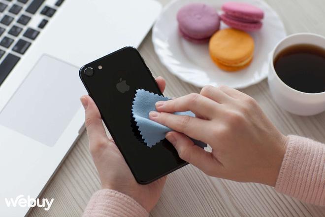 Apple chỉ người dùng cách vệ sinh các sản phẩm công nghệ sao cho đúng chuẩn Táo - ảnh 1