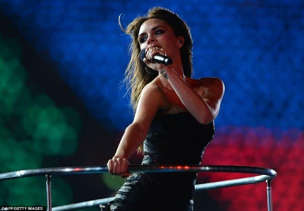 Màn tái hợp của Spice Girls tại Olympic 2012 gây nổ truyền thông là thế nhưng bà xã David Beckham từng không muốn diễn cùng hội chị em? - ảnh 8
