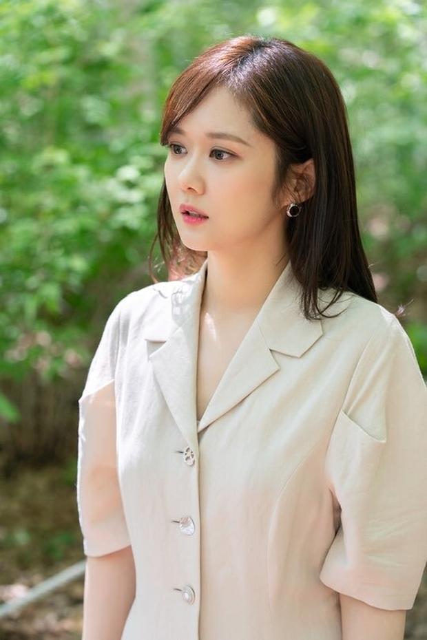 8 mỹ nhân hack tuổi thần sầu của phim Hàn: Son Ye Jin trẻ mãi không già, Jang Nara như ăn thịt Đường Tăng - Ảnh 7.