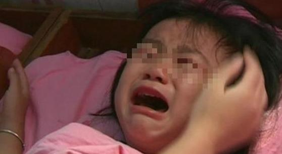 Con gái 5 tuổi thường xuyên khóc lóc giữa đêm, người mẹ quyết tâm đi rình, đến khi vạch áo con phát hiện sự thật khiến chị hối hận mãi - ảnh 1