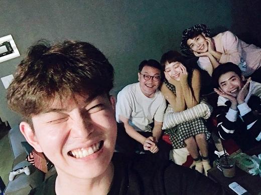 Tình bạn hơn 10 năm của Lee Jong Suk và Lee Sung Kyung: Gấp đôi visual đẹp hết chỗ chê, có lúc còn tình bể bình hơn người yêu - Ảnh 5.