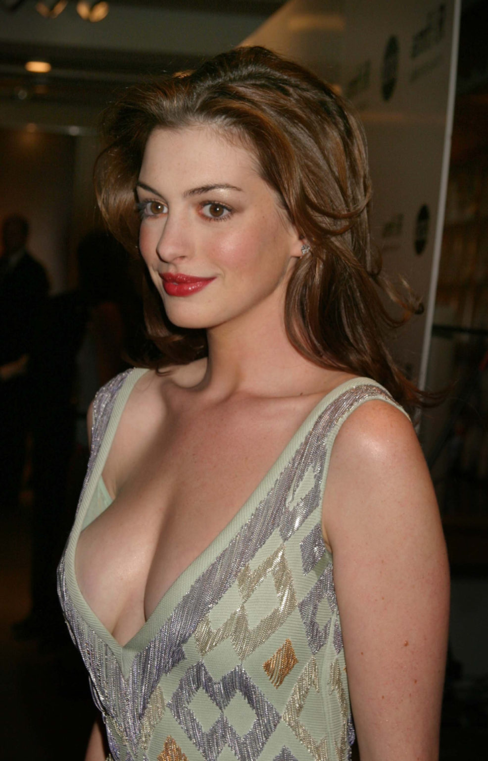 Fascinated by the image of the giant busty goddess Anne Hathaway who transforms into a princess: The beauty of a Hollywood treasure, a royal aura that is hard to match - Photo 13.