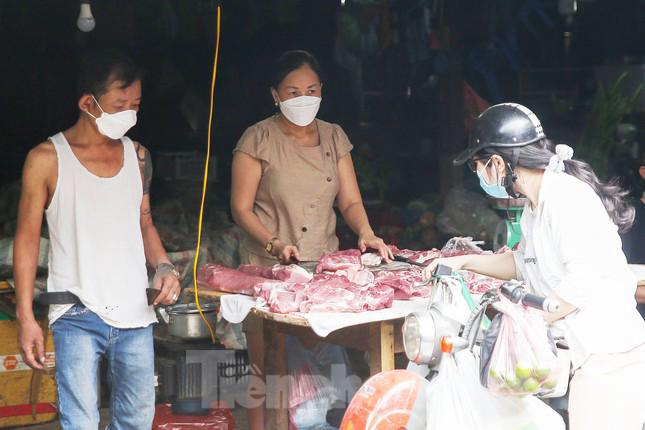 Vô lý giá lợn hơi giảm kỷ lục, thịt thành phẩm vẫn cao ngất ngưởng - ảnh 1