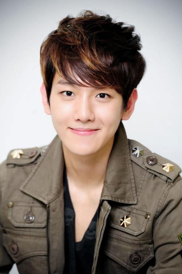 """Baekhyun (EXO) gây bão vì ảnh đầu tiên trong quân ngũ: U30 mà mặt mộc như em bé, netizen ầm ầm xin bí kíp """"hack tuổi"""" - ảnh 3"""