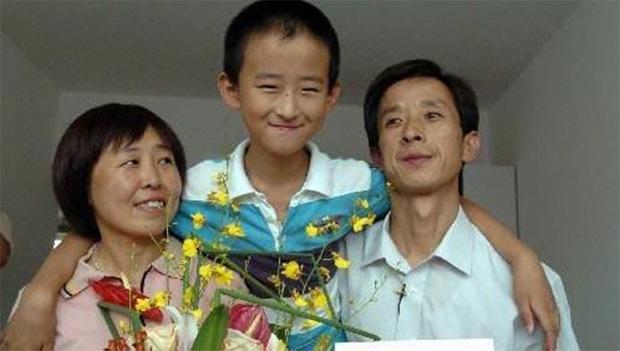 Thần đồng 13 tuổi đã đỗ đại học, đòi cha mẹ mua nhà ở thủ đô mới thi tốt nghiệp: Nhiều người chỉ trích nhưng 8 năm sau mới biết lý do - Ảnh 2.