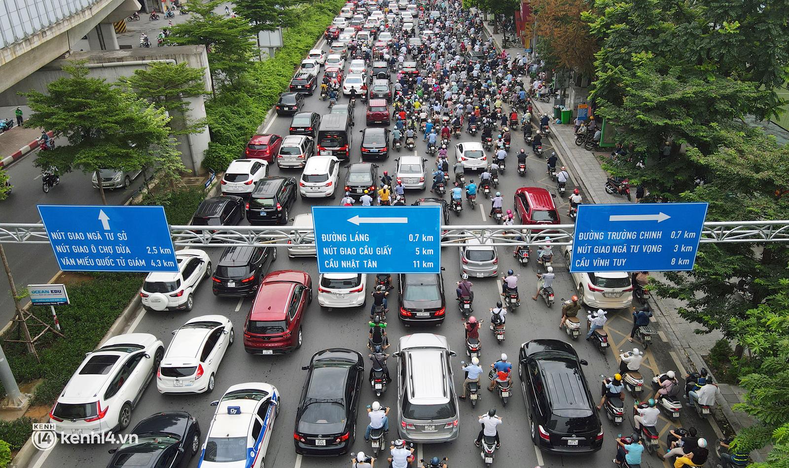 Hà Nội ơi, bạn còn nhớ đường phố những ngày này không? - Ảnh 3.
