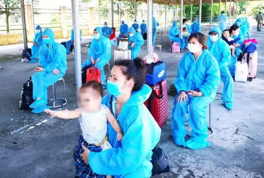 Diễn biến dịch ngày 1/8: TP.HCM đạt kỷ lục tiêm 104.000 liều vắc xin một ngày; Thời gian vàng còn lại của Hà Nội để dập dịch Covid-19 - Ảnh 1.