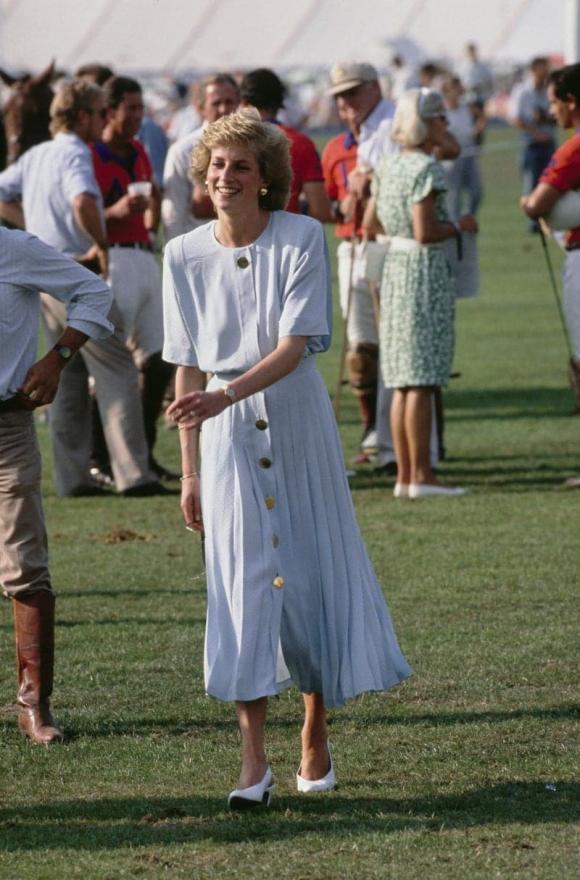 Điểm lại 7 bộ váy hè kiều diễm, thanh lịch nhất của công nương Diana do chính Vogue bình chọn - Ảnh 4.