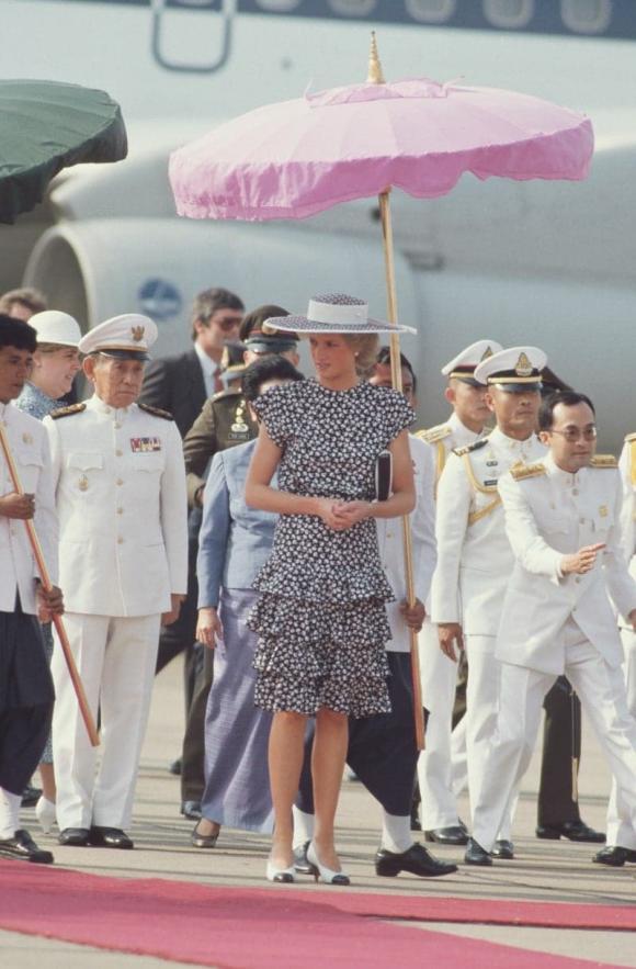 Điểm lại 7 bộ váy hè kiều diễm, thanh lịch nhất của công nương Diana do chính Vogue bình chọn - Ảnh 5.