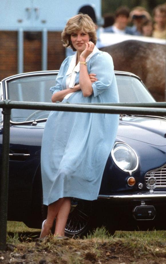 Điểm lại 7 bộ váy hè kiều diễm, thanh lịch nhất của công nương Diana do chính Vogue bình chọn - Ảnh 6.