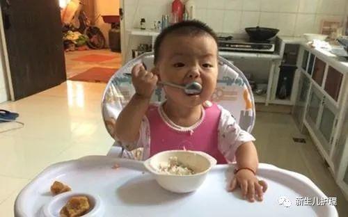Bé trai 8 tháng tuổi bị hoại tử ruột nghiêm trọng, bác sĩ nói trẻ dưới 1 tuổi không được sử dụng 3 thứ sau - Ảnh 2.