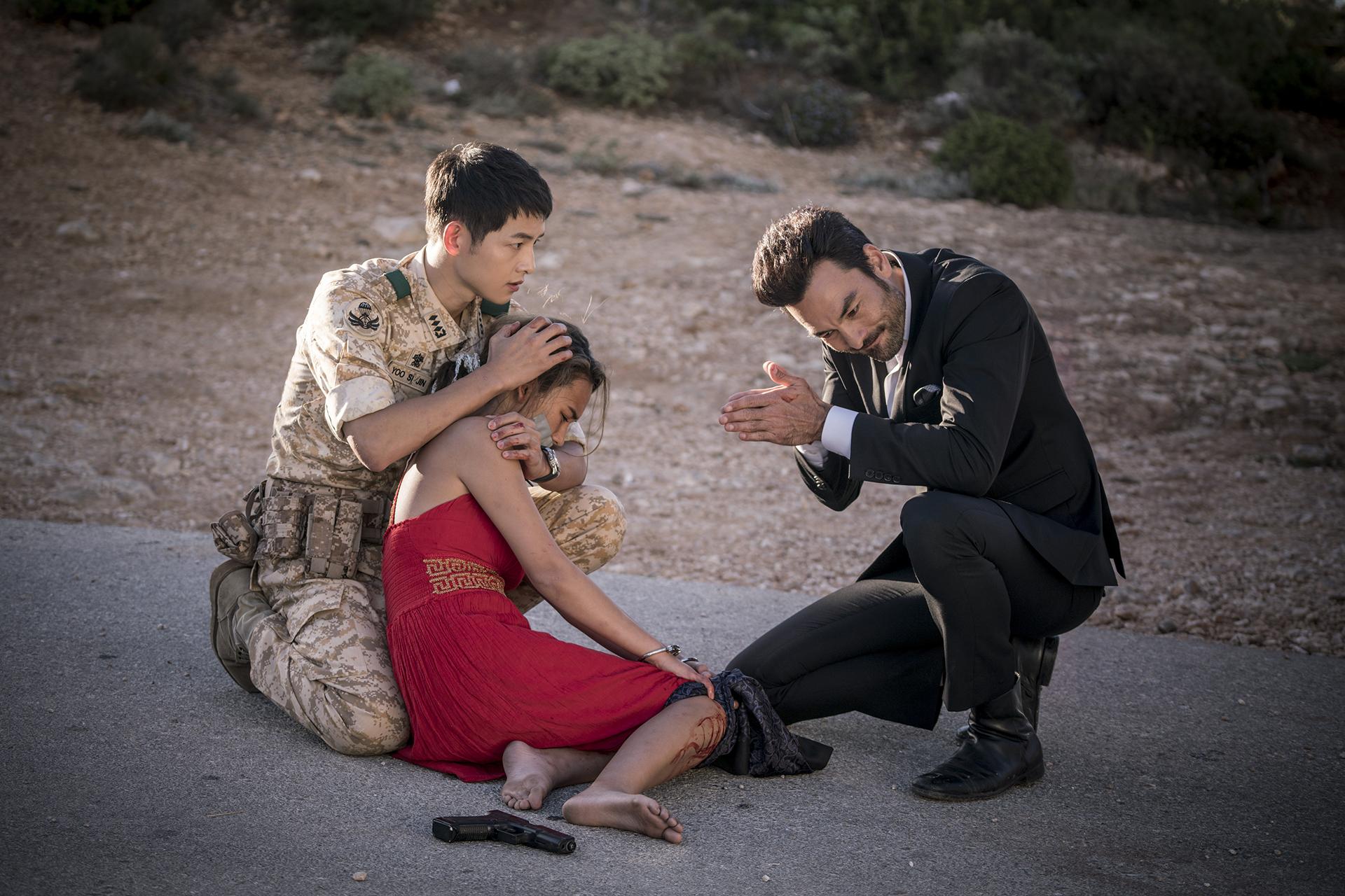 Sao Tây nhí được Song Joong Ki bảo vệ ở Hậu Duệ Mặt Trời sau 5 năm: Sexy, cá tính đến ngỡ ngàng - Ảnh 2.