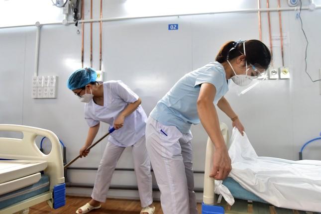 Áp lực khủng khiếp của y bác sĩ điều trị bệnh nhân COVID-19 - Ảnh 2.