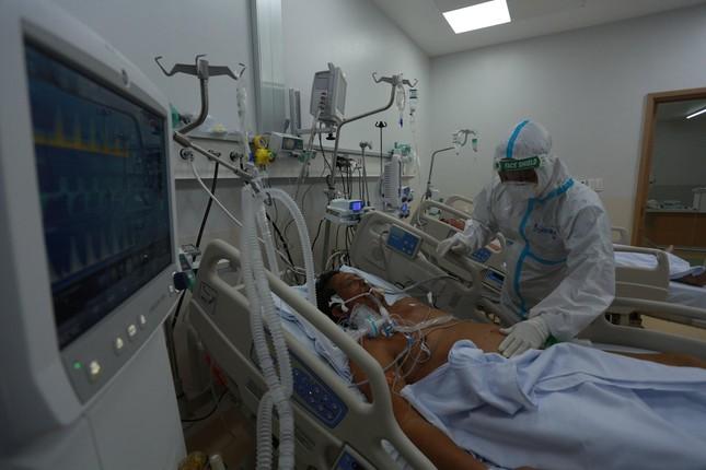 Áp lực khủng khiếp của y bác sĩ điều trị bệnh nhân COVID-19 - Ảnh 4.