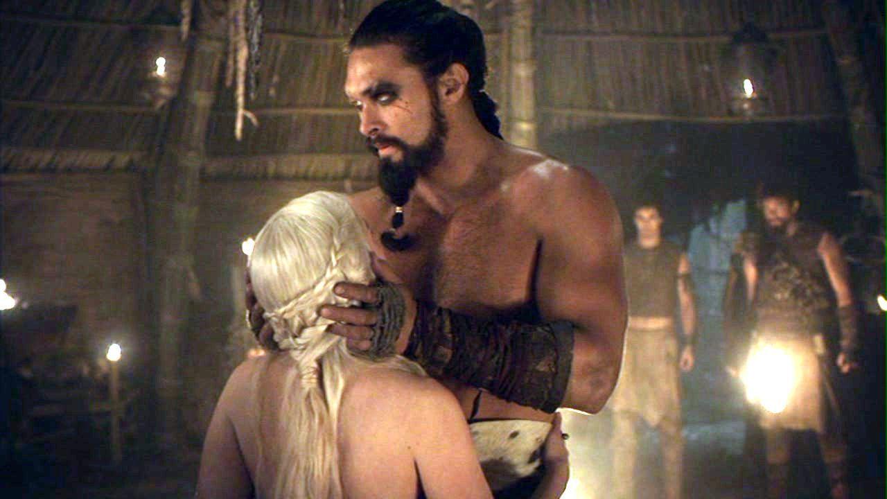 Nam thần Game of Thrones bị chất vấn vì cảnh hiếp dâm gây sốc năm nào, có động thái phản pháo ngay lập tức trước câu hỏi vô duyên - Ảnh 2.
