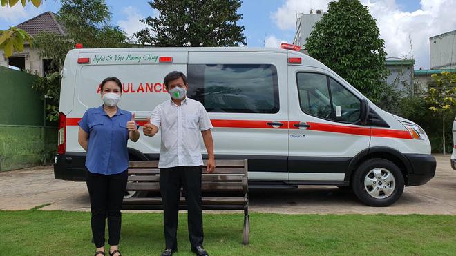 Mua xe cứu thương tặng ông Đoàn Ngọc Hải, Việt Hương bị chửi bới ra sao? - ảnh 1