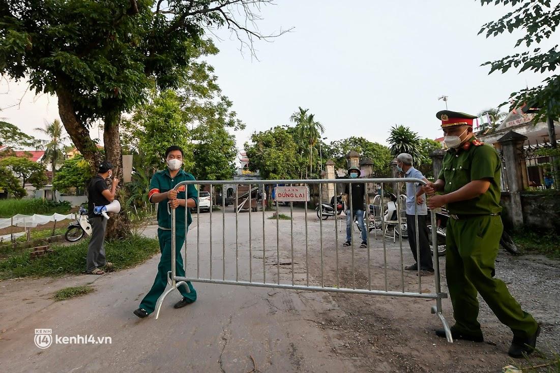 Ảnh: Khẩn trương xét nghiệm hơn 9.000 dân sau khi phát hiện 5 ca mắc Covid-19 ở ngoại thành Hà Nội - Ảnh 6.