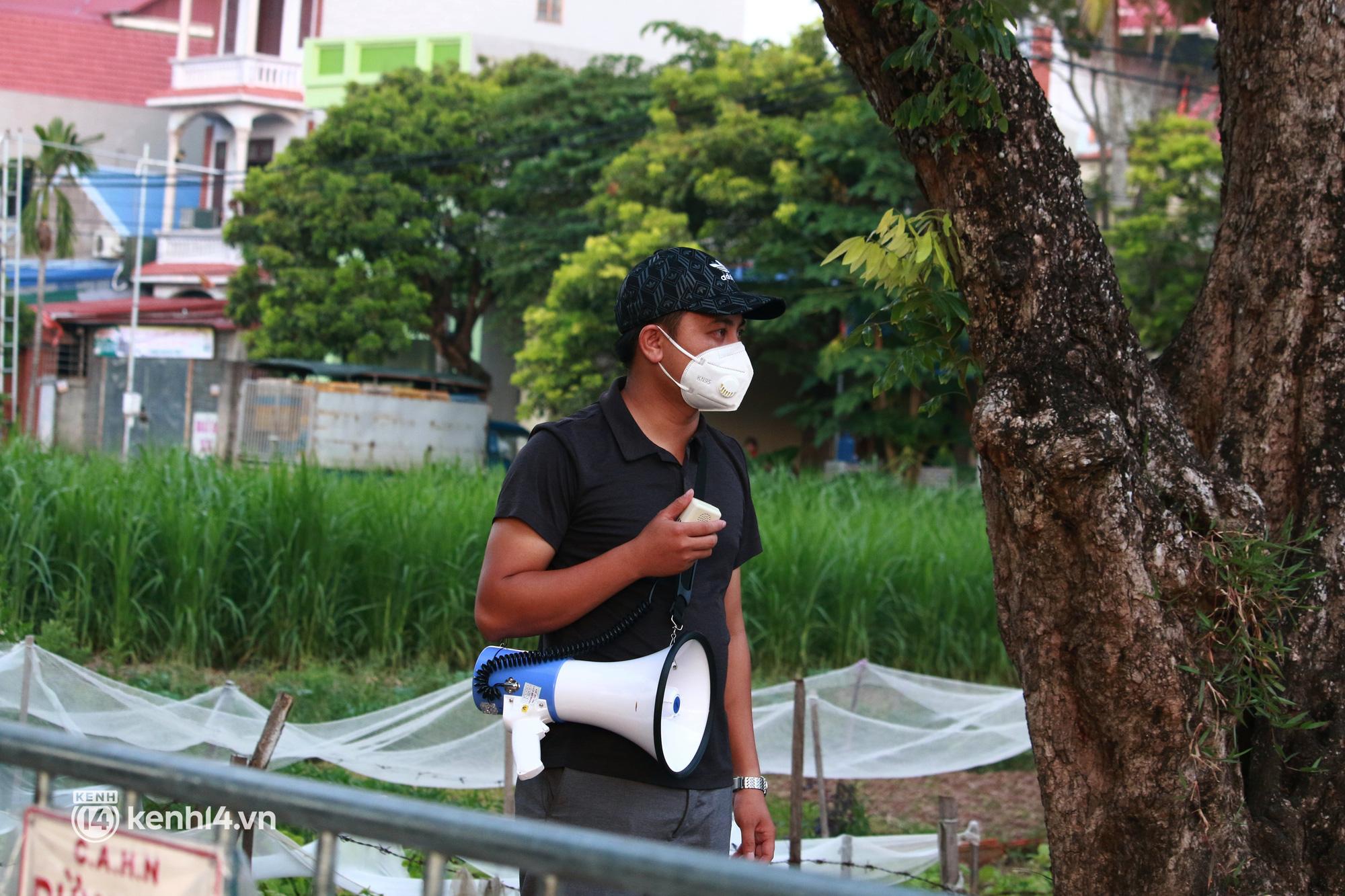 Ảnh: Khẩn trương xét nghiệm hơn 9.000 dân sau khi phát hiện 5 ca mắc Covid-19 ở ngoại thành Hà Nội - Ảnh 4.