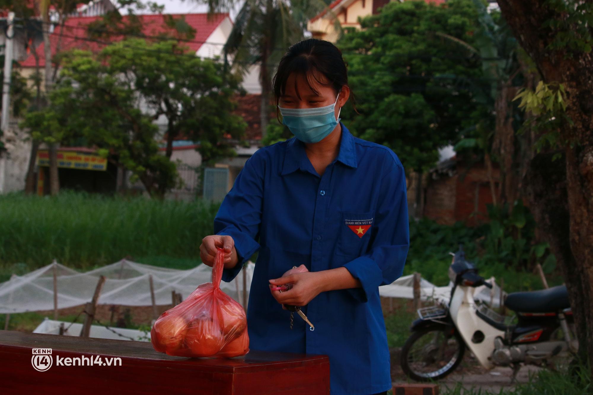 Ảnh: Khẩn trương xét nghiệm hơn 9.000 dân sau khi phát hiện 5 ca mắc Covid-19 ở ngoại thành Hà Nội - Ảnh 7.